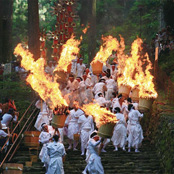 写真:熊野那智大社 那智の扇祭り(火祭)