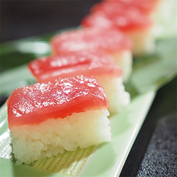 写真:生鮪押し寿司