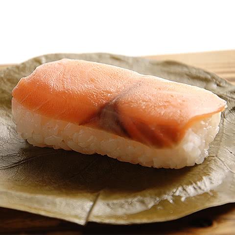 写真:九和楽の柿の葉すし:鮭