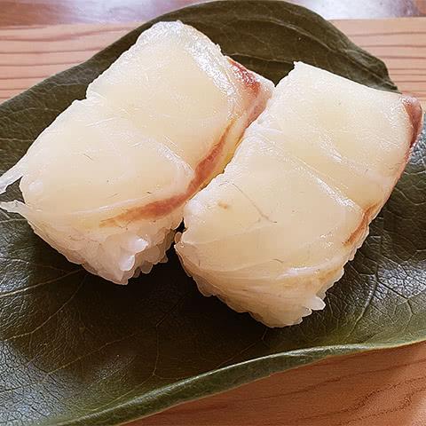 写真:九和楽の柿の葉すし:鯛