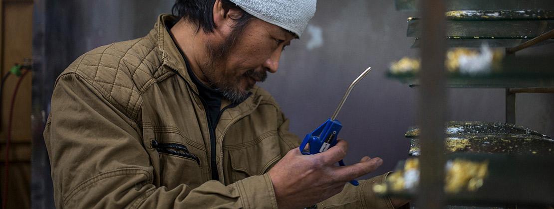 写真:漆器の町、黒江から生まれた漆ガラス食器「黒江 JAPAN」