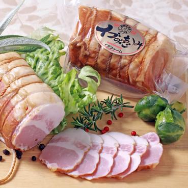 写真:イノシシの旨味と豚肉の柔らかさ、甘くとろける脂身も魅力