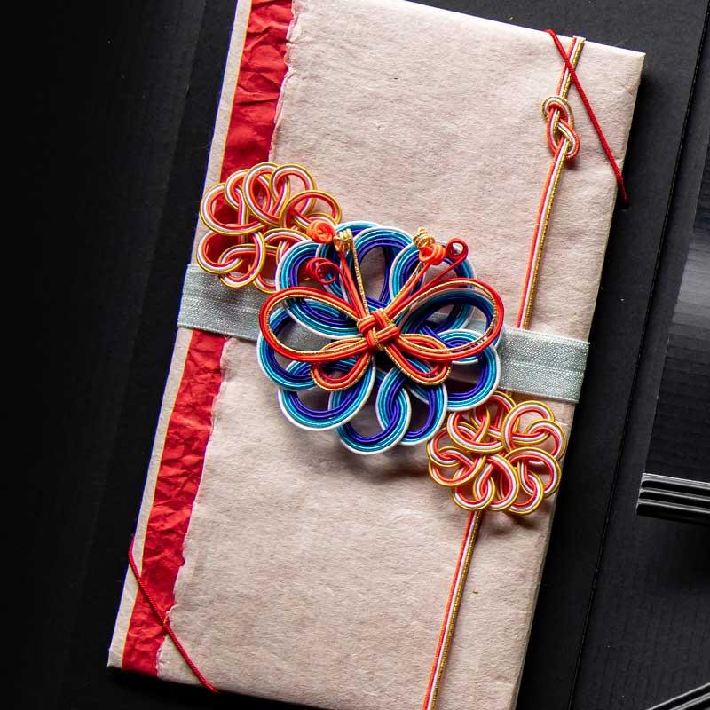 写真:弘法大師伝承の紙に生命を吹き込む「高野細川紙金封」